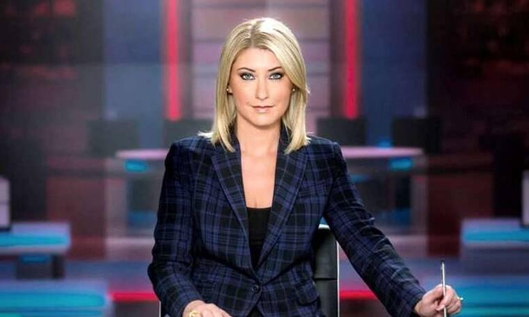 Θα πάθετε πλάκα! Αγνώριστη! Η Σία Κοσιώνη εμφανίστηκε στο δελτίο ειδήσεων του ΣΚΑΙ με... κοντό μαλλί