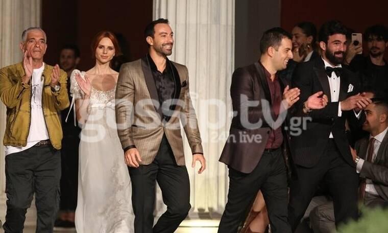 Ο Σάκης Τανιμανίδης σε ρόλο μοντέλου - Εντυπωσίασε στην εβδομάδα μόδας (Pics-Vid)