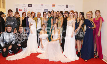 Λαμπερό fashion show με εκλεκτές παρουσίες και εντυπωσιακές δημιουργίες (Photos)