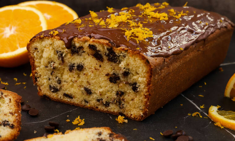 Αυτή τη συνταγή πρέπει να τη φτιάξεις! Κέικ πορτοκαλιού με δάκρυα σοκολάτας