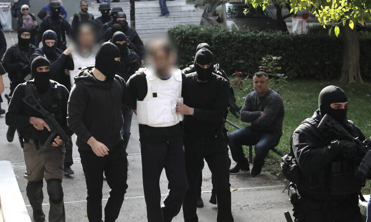 «Επαναστατική Αυτοάμυνα»: Στη φυλακή οι δύο τρομοκράτες - Επεισόδια στην Ευελπίδων