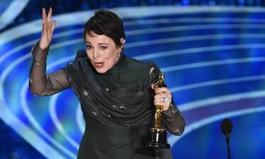 Olivia Colman: Κι όμως! Παραδέχτηκε ότι δεν θυμάται την ομιλία της στα Oscars γιατί ήταν μεθυσμένη