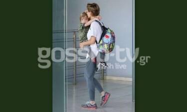 Έτσι σίγουρα δεν την έχουμε ξαναδεί! Η ηθοποιός αγκαλιά με το παιδί της (Photos)