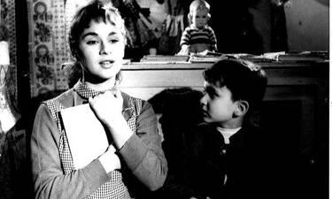 Μάθαμε ποιος ηθοποιός είναι ο μπόμπιρας δίπλα στην αξέχαστη Αλίκη και δεν το πιστεύαμε! (photos)