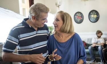 Αν ήμουν πλούσιος: Ο Μάνος καταφέρνει να τουμπάρει για ακόμα μια φορά την ερωτευμένη Σμαράγδα