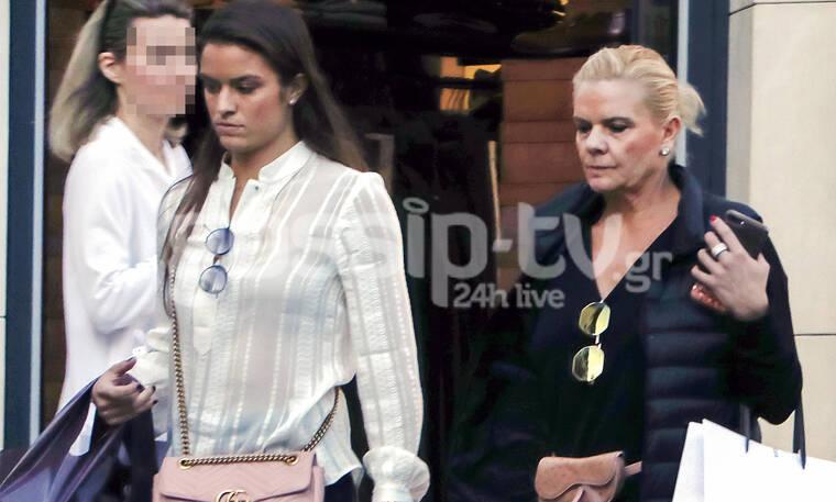 Μαρία Σάκκαρη - Αγγελική Κανελλοπούλου: Μητέρα και κόρη με casual look – Είναι σαν αδερφές (photos)