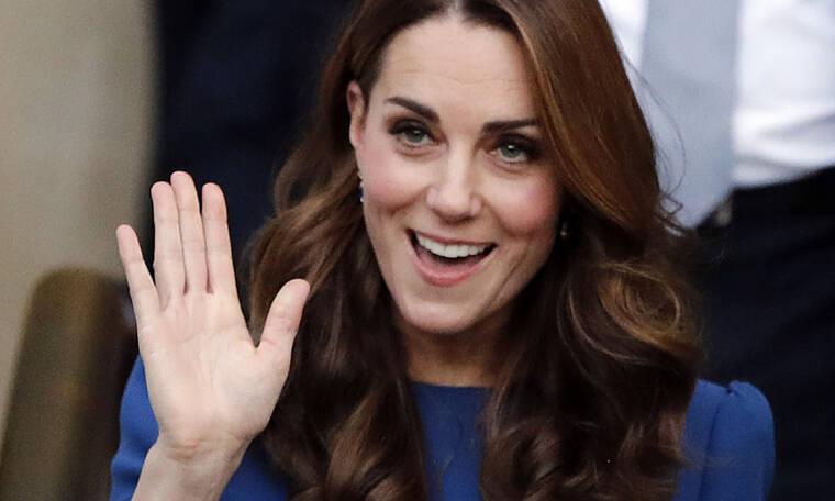 Η Kate Middleton μπήκε σε δημόσια συγκοινωνία για να πάει σε event, και οι fans «ουρλιάζουν»