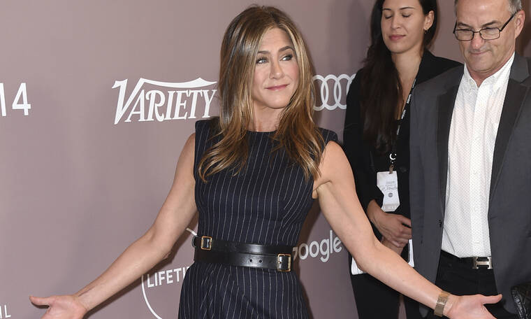 Η Jennifer Aniston με μίνι φόρεμα στα 50 της είναι η απόλυτη θεά