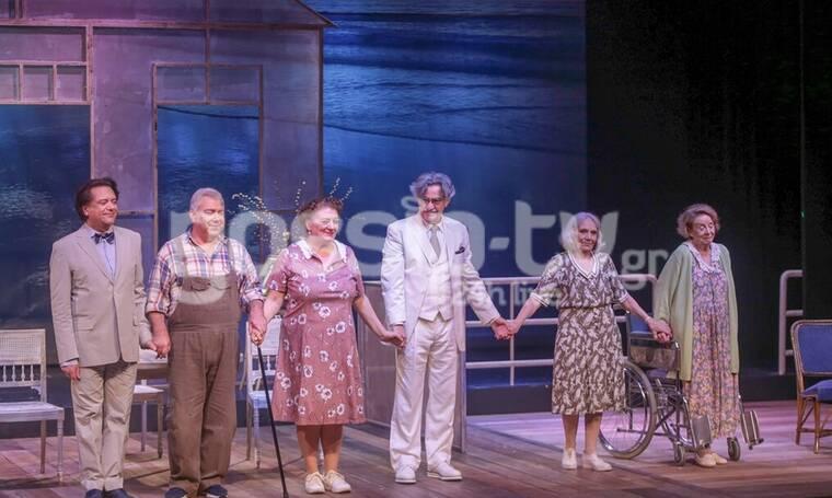 Αυτό δεν ήταν πρεμιέρα! Ήταν... παρέλαση ηθοποιών στο φουαγιέ του θεάτρου Χώρα! (photos)