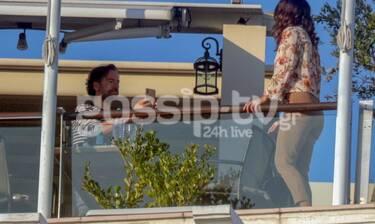 Μαραβέγιας - Σωτηροπούλου: Πήγαν για φαγητό κι εκείνη πόζαρε στο φακό του καλού της! (Photos)