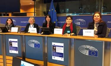 Μία συγκινητική πρωτοβουλία ενάντια στη βία κατά των γυναικών από ελληνική φωνή στο Ευρωκοινοβούλιο