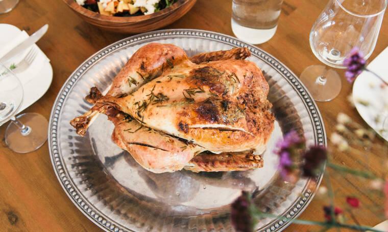 Θες να είναι τραγανή η πέτσα στο κοτόπουλο; Δες τι πρέπει να κάνεις