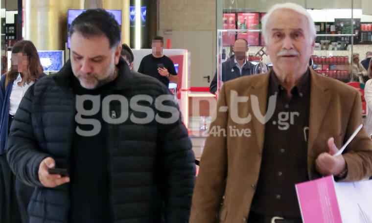 Γρηγόρης Αρναούτογλου: Σπάνια εμφάνιση με τους γονείς του - Σε ποιον μοιάζει; (photos)