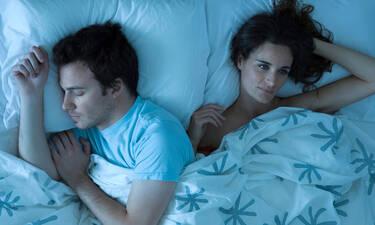 Πώς να κοιμηθείς καλύτερα μετά από ένα καυγά