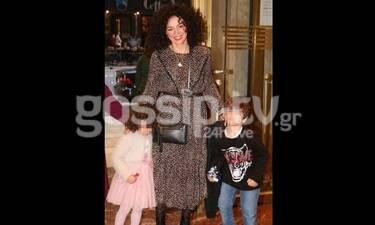Δήμητρα Στογιάννη: Η πιο στιλάτη μαμά πήγε θέατρο με τα παιδιά της! (Photos)