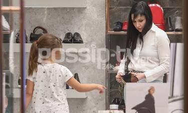 Αθηναΐς Νέγκα: Βόλτα με τη μεγάλη της κόρη για ψώνια! (photos)