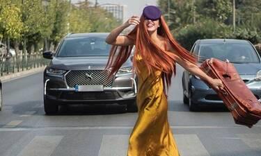 Τη βλέπεις; Ούτε που πάει ο νους σου ποια πασίγνωστη Ελληνίδα ηθοποιός είναι! (photos)