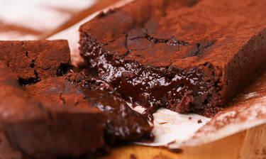 Σε αυτό το chocolate lava cake δε θα μπορέσεις να αντισταθείς!