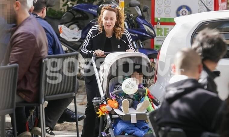 Λένα Παπαληγούρα: Στο κέντρο της Αθήνας με τον γιο της! Δεν πάει ο νους σας τι έκαναν! (Photos)