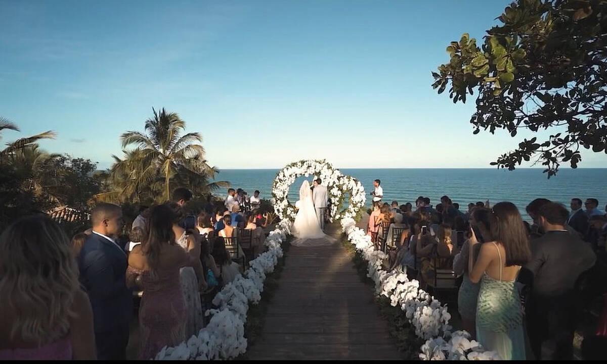 Αυτός ο γάμος θα αφήσει ιστορία! Τα δάκρυα του γαμπρού και η καλλονή νύφη (Vid -Pics)