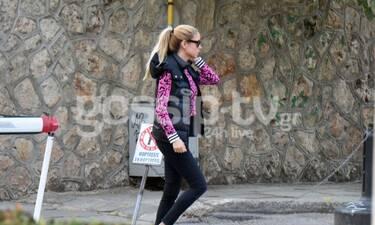 Δούκισσα Νομικού: Έτσι απολαμβάνει τη βόλτα με τον σύζυγό της – Η λεπτομέρεια που μας άρεσε πολύ