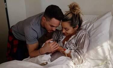 Πετρούνιας-Μιλλούση: Η κόρη τους έκλεισε τον πρώτο μήνα ζωής! Η τρυφερή φωτό της ευτυχισμένης μαμάς!