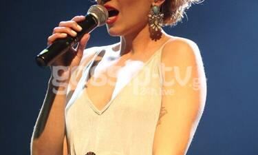 Συγκλονίζει Ελληνίδα τραγουδίστρια μιλώντας για τον νεκρό αδελφό της & την ψυχικά ασθενή μητέρα της