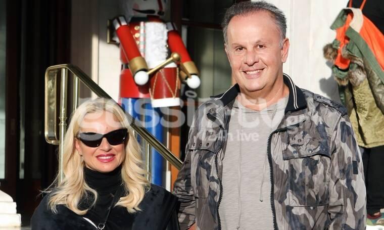 Μπεκατώρου – Αλεβιζόπουλος: Βόλτα στο Σύνταγμα με άρωμα Χριστουγέννων (Photos)