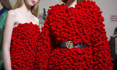 Oδηγός Αγοράς: 10 κόκκινα φορέματα για να μπεις στο εορταστικό κλίμα των ημερών