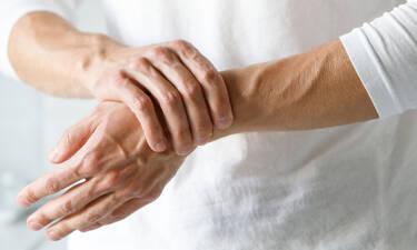 Μούδιασμα χεριών: Με ποιες παθήσεις συνδέεται (εικόνες)
