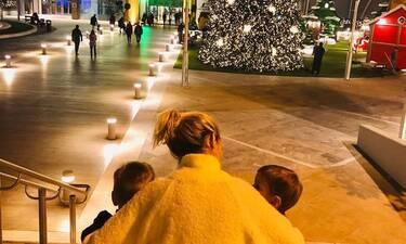 Τα πιο όμορφα Χριστούγεννα για την Ελληνίδα ηθοποιό με τα δίδυμα αγόρια της! Οι τρυφερές φωτό (pics)