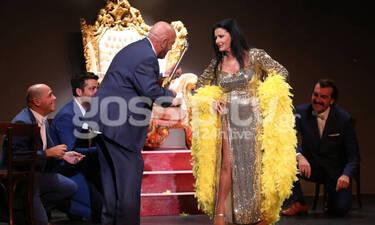Θέατρο Αθηνά: Happy Birthday Ελλάς: Η επιτυχία συνεχίζεται! Προλαβαίνεις να δεις την παράσταση!