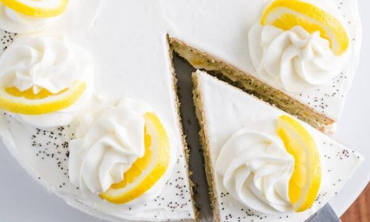 Το πιο υπέροχο κέικ με σπόρους παπαρούνας και κρέμα λεμονιού