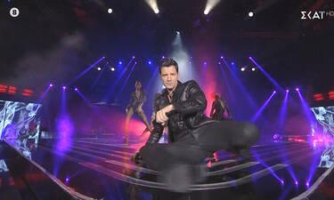 The Voice: Ο Σάκης Ρουβάς προκάλεσε... φρενίτιδα όταν εμφανίστηκε στη σκηνή του live σόου! (video)