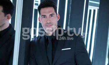 Τον βλέπεις; Αυτός ο κούκλος είναι ο σύζυγος γνωστής Ελληνίδας τραγουδίστριας (Photos)
