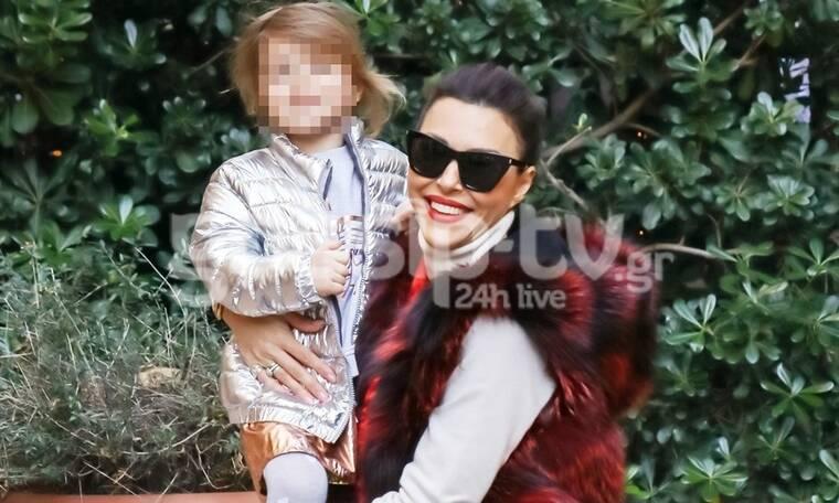 Σίσσυ Φειδά: Βόλτα με την κόρη της και την πεθερά της στην Χριστουγεννιάτικη Αθήνα