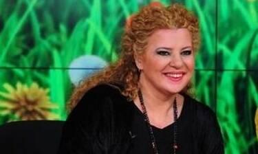 Αθηνά Καμπάκογλου: «Γέλασα με τον ψιλικατζή που μου είπε: «Είναι μία στην TV φτυστή εσύ»»