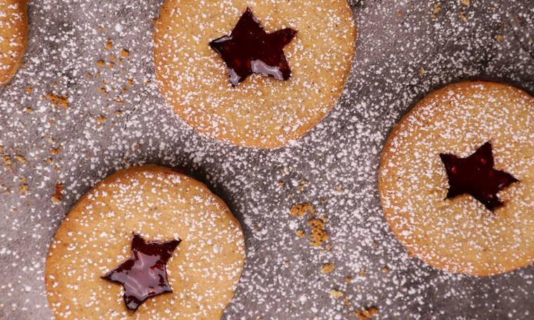 Λαχταριστά μπισκότα με μαρμελάδα βατόμουρο από τον Τσούλη!