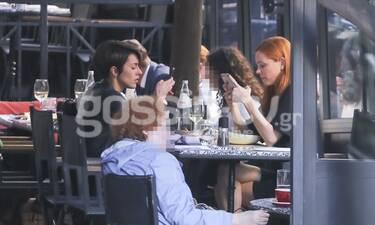 GNTM: Οι παίκτριες πήγαν για φαγητό στο κέντρο της Αθήνας αλλά... ήταν κολλημένες στο κινητό τους!