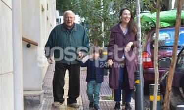 Οι Χριστουγεννιάτικες βόλτες της οικογένειας Βουτσά με τον μικρό Φοίβο σε πρώτο πλάνο (photos)