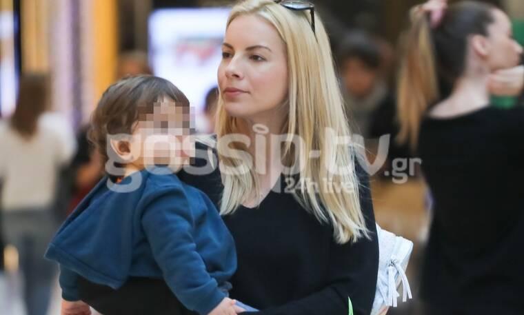 Μαρία-Λουίζα Βούρου: Τα δεύτερα Χριστούγεννα με τον γιο της είναι μαγικά – Η βόλτα για ψώνια  (Pics)