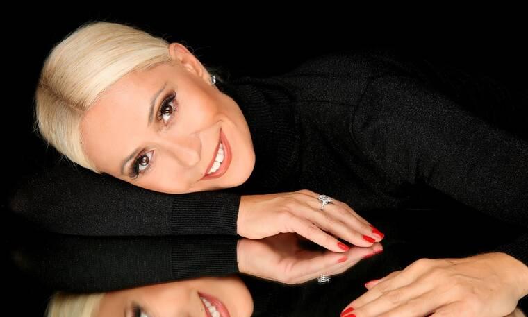 Χριστούγεννα με την Μαρία Μπακοδήμου και το «Ένας για όλους» με πολλούς celebrities