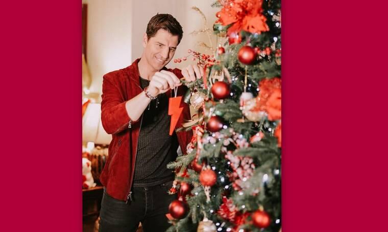 Η οικογενειακή χριστουγεννιάτικη φωτό του Σάκη Ρουβά στο υπέροχο σπίτι του θα σε ξετρελάνει! (Pics)
