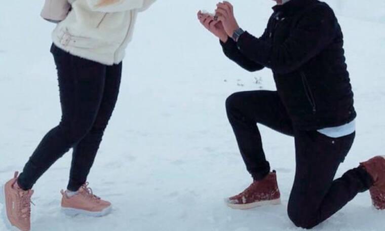 Ποδοσφαιριστής της Super League έκανε πρόταση γάμου στα χιόνια! (pic)