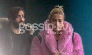 Ιωάννα Τούνη: Με ροζ γούνα στις πρώτες paparazzi φωτογραφίες με τον αγαπημένο της (photos)