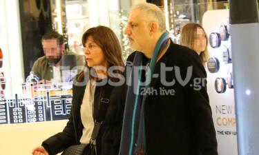 Νίκος Πορτοκάλογλου: Σπάνια δημόσια εμφάνιση με τη σύζυγό του- Πού τον «έπιασε» ο φακός (photos)
