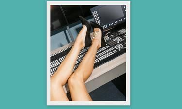 Σε ποια Ελληνίδα παρουσιάστρια ανήκουν αυτά τα καλλίγραμμα πόδια; Μας «τρέλανε»! (Photos)