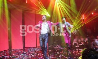 Ο Μουζουράκης πήγε στον Μάστορα, τού πήρε το σακάκι, το μικρόφωνο και προκάλεσε... χαμό! (photos)