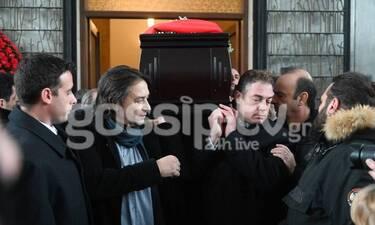 """Θάνος Μικρούτσικος: Συγκλονίζει ο Γιάννης Κότσιρας: «Ο Θάνος δεν """"έφυγε"""", πήγε να ξεκουραστεί» (vid)"""