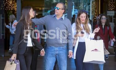 Ο πιο ευτυχισμένος μπαμπάς! Ψώνια, φιλιά και αγκαλιές με τις κούκλες κόρες του! (photos)